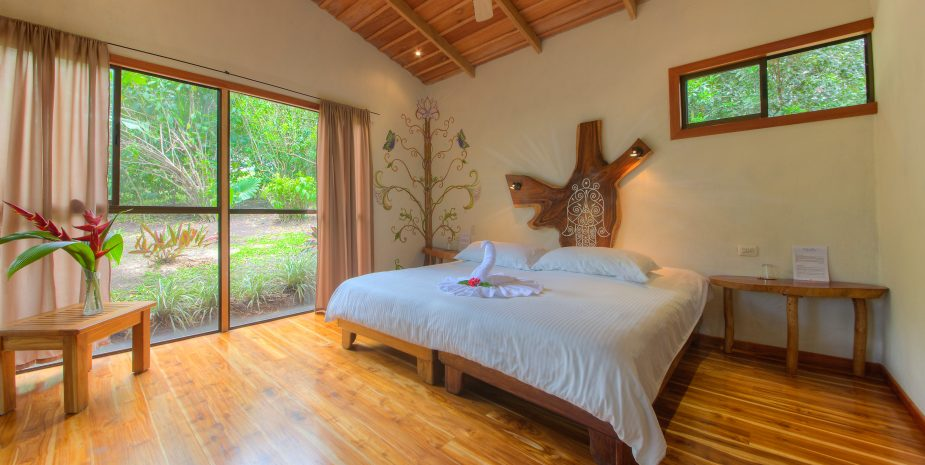 Mystica offers Jungle Cabins. One of them is Hamsa. Hamsa has a private deck and an outdoor shower. The room can be set up with a King size bed or with two single beds.